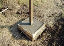 Как бетонировать столбы для забора правильно
